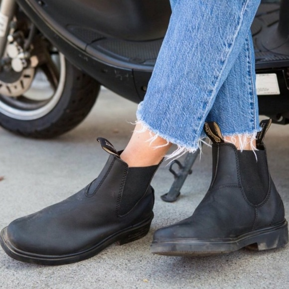 BLUNDSTONE Chelsea in Black.